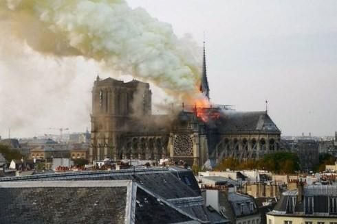 Dù đang được trùng tu, Nhà thờ Đức Bà Paris vẫn chưa thoát khỏi nguy hiểm ảnh 1