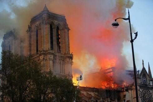 Lần đầu tiên sau 200 năm, lễ Giáng sinh đã không được tổ chức ở Nhà thờ Đức Bà Paris do hậu quả tàn khốc của trận hỏa hoạn hôm 15-4-2019