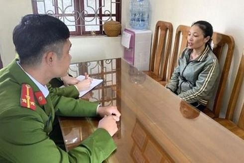 Đào Thị Hương tại cơ quan công an