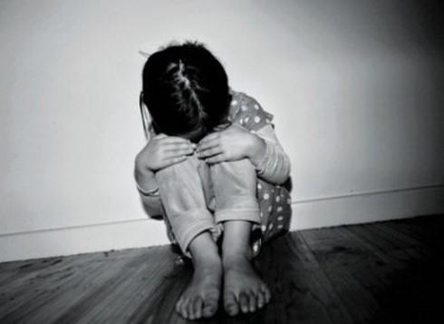 Trẻ bị bạo hành nhiều sẽ rơi vào trạng thái lo sợ và lãnh đạm với mọi thứ xung quanh