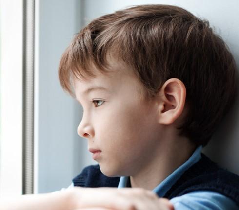 Trẻ bị bạo hành dễ dẫn đến trầm cảm, buồn phiền và ngại giao tiếp