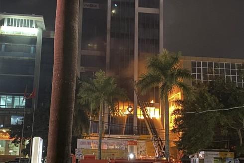 Tòa nhà Dầu khí Thanh Hóa bốc cháy dữ dội tối 16-1-2020