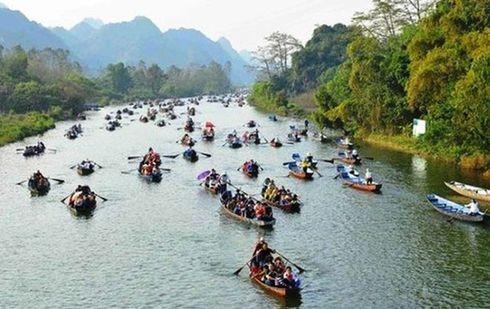 Lễ hội chùa Hương thu hút rất đông du khách tới du xuân