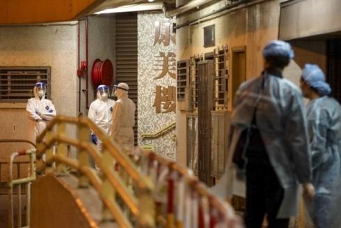 Việc sơ tán dân cư khu chung cư Hong Mei House được thực hiện ngay trong đêm