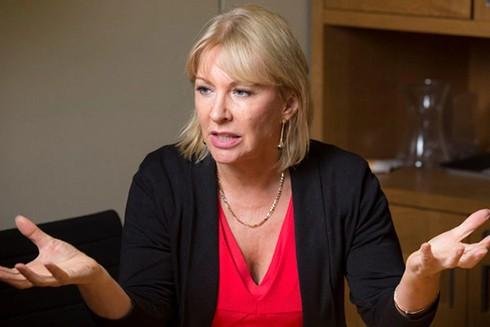 Thứ trưởng Y tế Anh Nadine Dorries dương tính với SARS-CoV-2