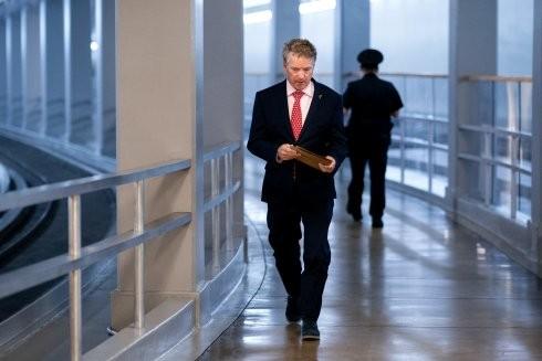 Nỗi sợ hãi lây lan virus SARS-CoV-2 đang len lỏi trong giới chức Mỹ theo từng bước chân của thượng nghị sỹ Rand Paul