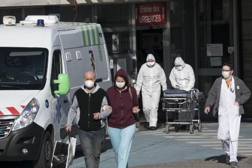 Bên ngoài bệnh viện ở thành phố Mulhouse, miền Đông nước Pháp, 8 ngày kể từ khi lệnh phong tỏa có hiệu lực