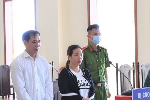 Bị cáo Lâm Thị Tuyết Hồng và Nguyễn Kim Y tại phiên tòa sơ thẩm ngày 26-3-2020