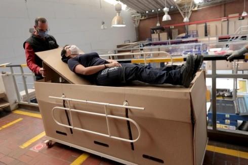 Chiếc giường bệnh kết hợp quan tài đặc biệt dành riêng cho bệnh nhân Covid-19