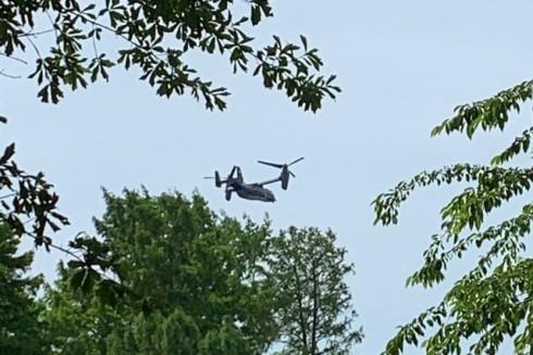 Máy bay quân sự V-22 Osprey xuất hiện, được cho là để vận chuyển binh sĩ
