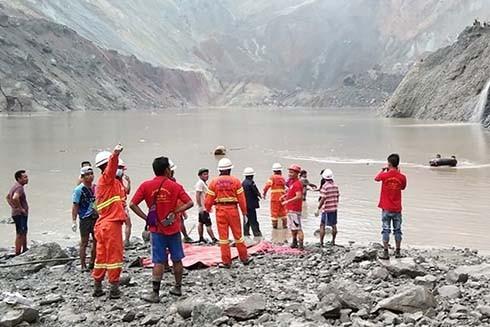 Hiện trường vụ lở đất kinh hoàng ở Myanmar vào sáng 2-7