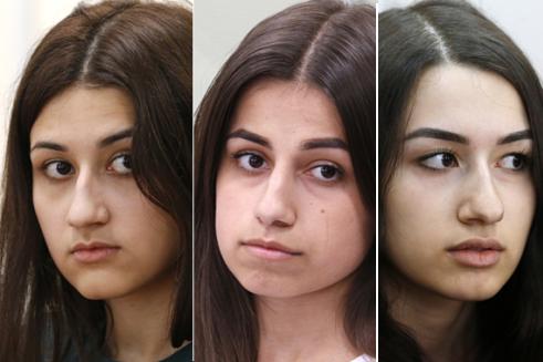 Từ trái qua phải: Krestina, Angelina và Maria Khachaturyan