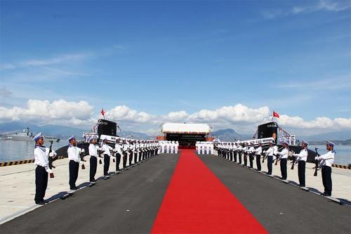 Hình ảnh tàu ngầm Kilo Việt Nam chào Xuân Ất Mùi ảnh 4