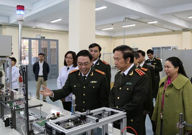 Bộ Công an nghiệm thu dây chuyền sản xuất hộ chiếu điện tử ảnh 3