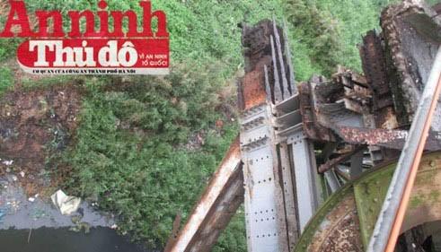 Một mố trụ cầu Long Biên bị xuống cấp nghiêm trọng