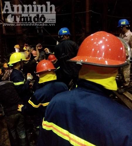 Lực lượng cứu hộ không ngừng nỗ lực tìm kiếm, giải cứu các nạn nhân đang mắc kẹt tại hiện trường