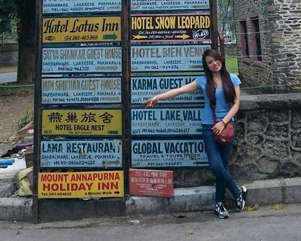 Hải Yến - một nữ sinh của Đại học FPT lại thoát chết trong trận động đất kinh hoàng. Tấm ảnh lưu niệm được Yến chụp khi vừa đến Pokhara. Ảnh: Facebook nhân vật