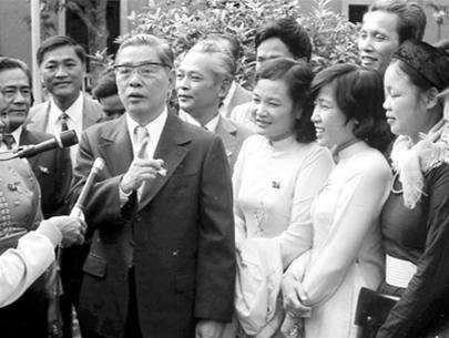 """Đồng chí Nguyễn Văn Linh đã để lại cho cán bộ, đảng viên và nhân dân ta một tấm gương sáng về phẩm chất của người cộng sản """"tận trung với nước, tận hiếu với dân"""". Ảnh tư liệu."""