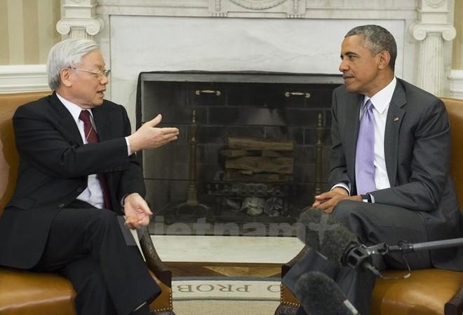 Cái bắt tay lịch sử giữa Tổng thống Obama và Tổng bí thư Nguyễn Phú Trọng ảnh 4
