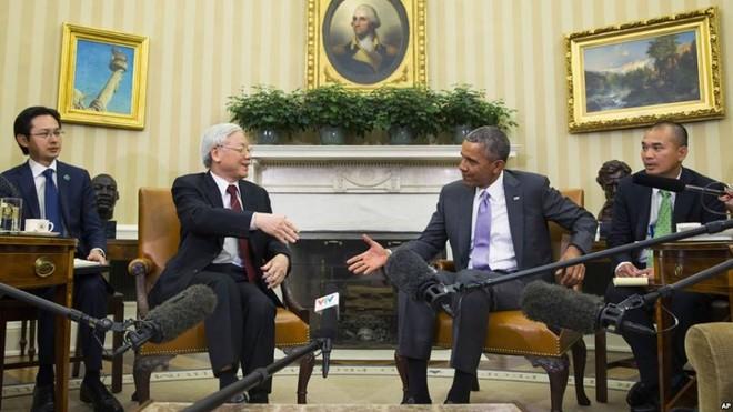 Cái bắt tay lịch sử giữa Tổng thống Obama và Tổng bí thư Nguyễn Phú Trọng ảnh 3