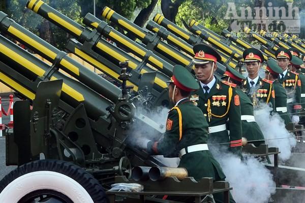 Cận cảnh diễn tập nghi thức bắn 21 phát đại bác chào mừng 70 năm Quốc khánh ảnh 4