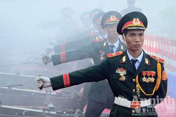 Cận cảnh diễn tập nghi thức bắn 21 phát đại bác chào mừng 70 năm Quốc khánh ảnh 6