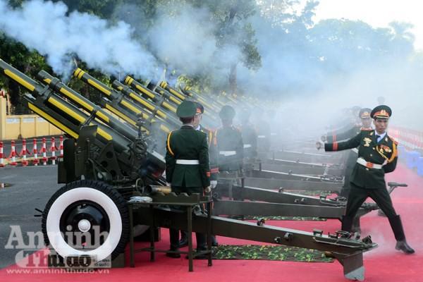 Cận cảnh diễn tập nghi thức bắn 21 phát đại bác chào mừng 70 năm Quốc khánh ảnh 3