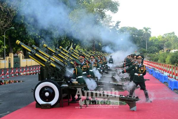 Cận cảnh diễn tập nghi thức bắn 21 phát đại bác chào mừng 70 năm Quốc khánh ảnh 2