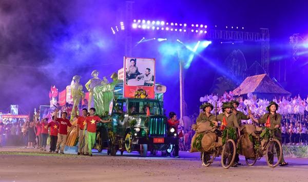 Ấn tượng đặc sắc lễ hội Trung thu Tuyên Quang 2015 ảnh 3