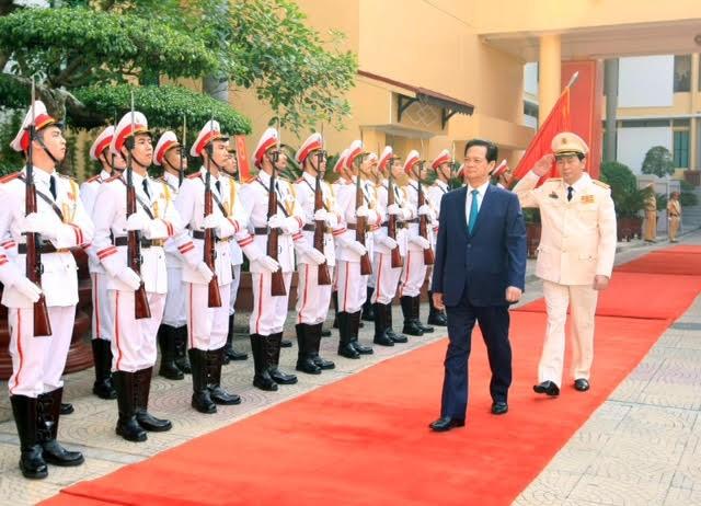 Thủ tướng Nguyễn Tấn Dũng duyệt đội danh dự CAND