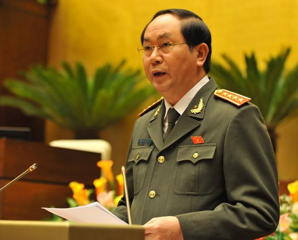 Bộ trưởng Bộ Công an trình bày báo cáo trước Quốc hội