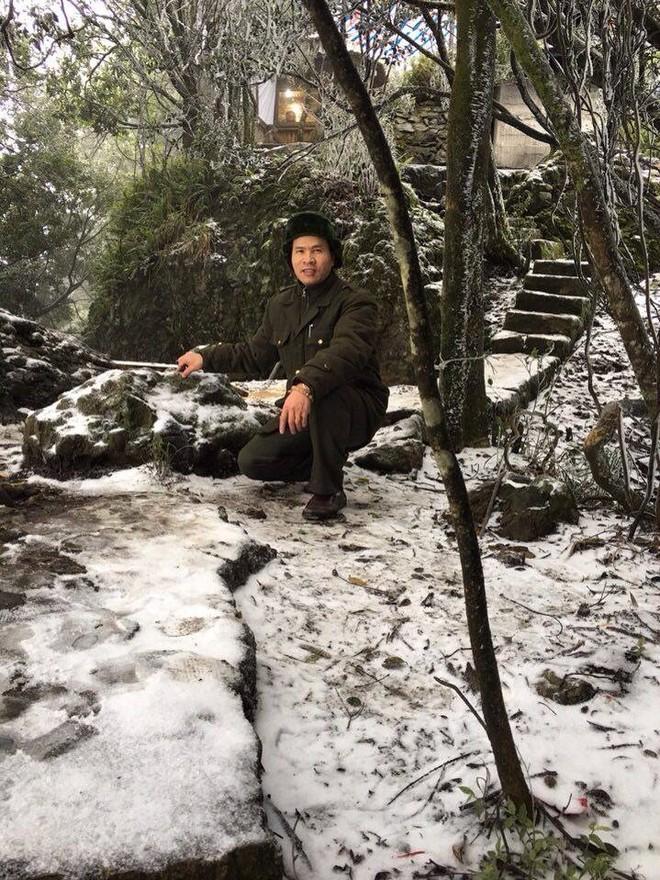 Băng tuyết rơi dày đặc trên đỉnh Ba Vì - Hà Nội ảnh 4