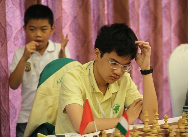 Kỳ thủ Nguyễn Anh Khôi thi đấu hết sức ấn tượng