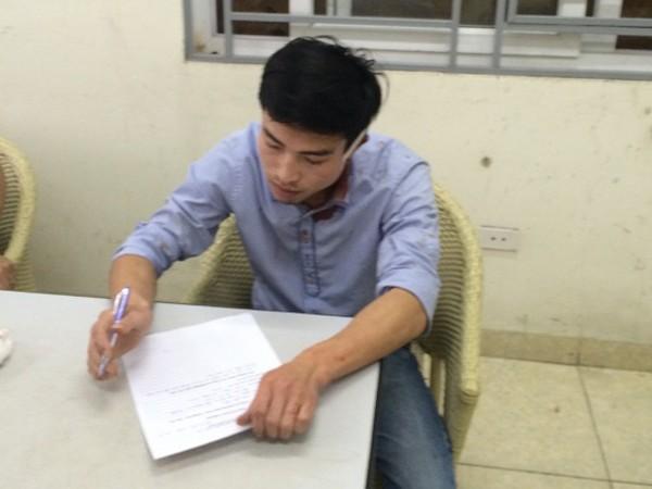 Lái xe Bùi Phú Thụ ghi lời khai tại cơ quan công an