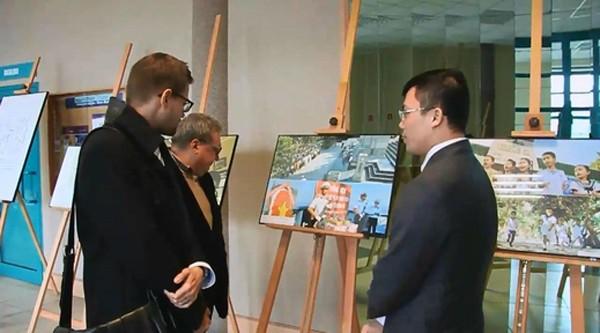 Triển lãm ảnh và tọa đàm tại Ba Lan về chủ quyền biển đảo Việt Nam ảnh 3
