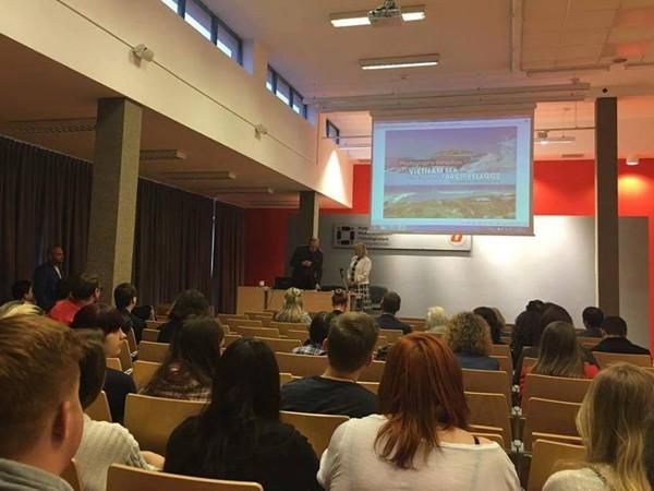 Triển lãm ảnh và tọa đàm tại Ba Lan về chủ quyền biển đảo Việt Nam ảnh 2