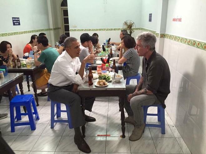 Bữa tối 6 USD (quy đổi từ VND) của Tổng thống Mỹ và Mr.Anthony Bourdain tại Hà Nội. Ảnh: FB Cuong Do Duy