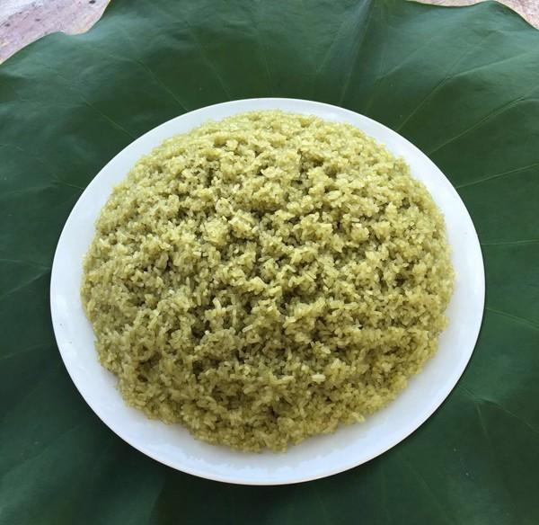 Xôi gạo nếp và rau ngót xanh đẹp mắt và thơm đặc trưng