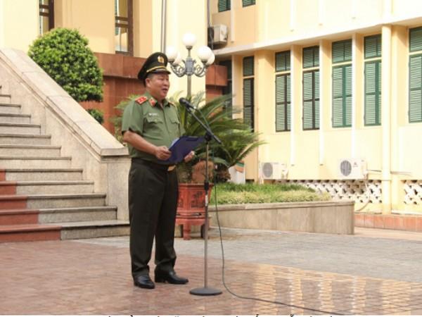 Thứ trưởng Bùi Văn Thành phát biểu tại Lễ chào cờ