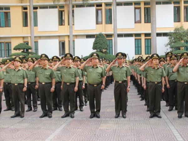 Thứ trưởng Bùi Văn Thành tham dự Lễ chào cờ trong trang phục