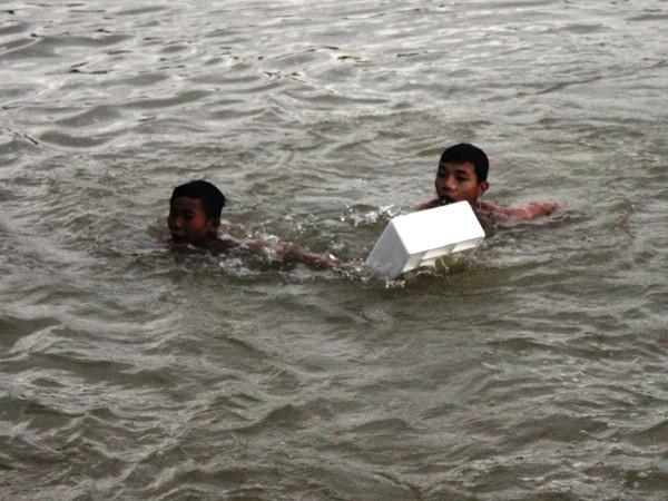 Nam sinh lớp 4 đuối nước khi dùng chậu thau bơi qua sông