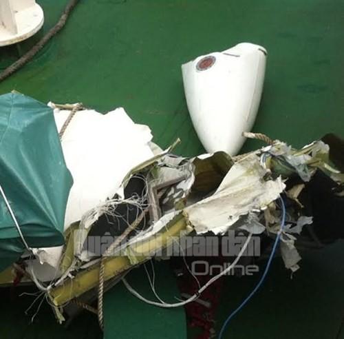 Mảnh vỡ của máy bay Casa 212. Ảnh: QĐND