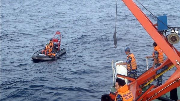 Lực lượng cảnh sát biển tham gia tìm kiếm CASA-212. Ảnh: