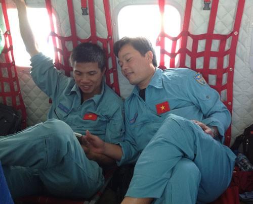 Trung úy Lam và đồng đội trong một lần thực hiện nhiệm vụ. Ảnh: Đồng đội cung cấp