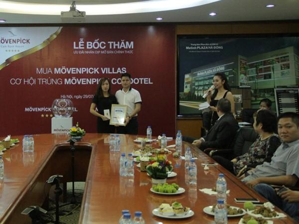 NVKD Bùi Thị Lý lập kỷ lục tư vấn bán 2 biệt thự Movenpick Villas và 5 căn hộ nghỉ dưỡng Movenpick Condotel trong thời gian 1 tháng