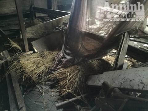 Căn nhà nơi xảy ra vụ thảm sát 4 người hoang phế lạnh người ảnh 14