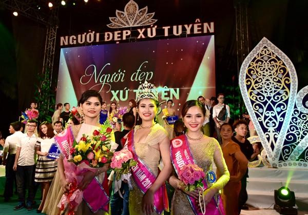 Người đẹp thứ Nhất - Nguyễn Thị Thu Huyền (bên trái),