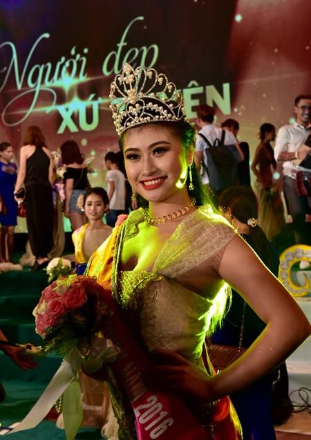 Lý Thị Hiếu Thục đăng quang Người đẹp Xứ Tuyên 2016