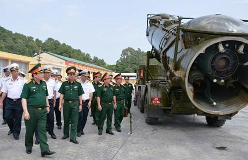 Đại tướng Ngô Xuân Lịch và đoàn công tác kiểm tra công tác sẵn sàng chiến đấu tại Lữ đoàn 679.