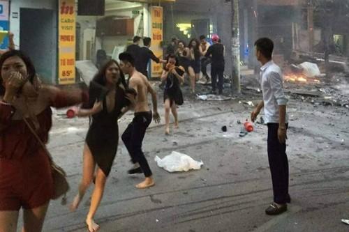 Cô gái dùng áo ngực bịt mũi thoát khỏi đám cháy lớn. Ảnh: Facebook